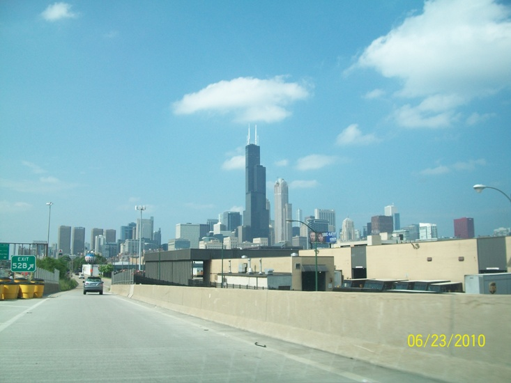 Driving on I-94 towards downtown Chicago | Bronzeville & Hyde Park